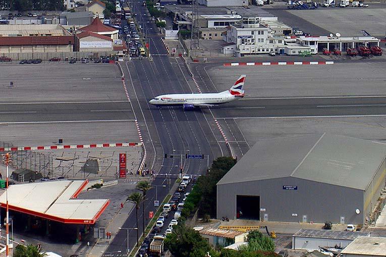 وحشتناک ترین فرودگاه ها7